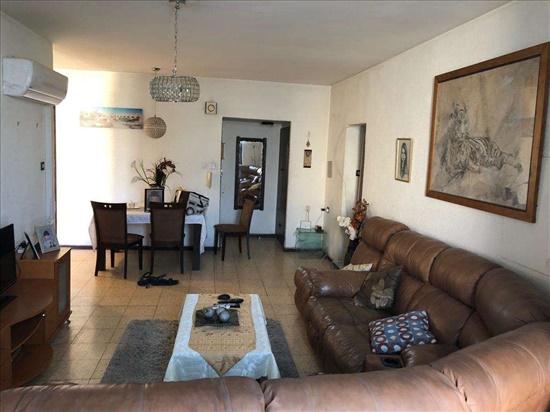 דירה להשכרה 3.5 חדרים ברחובות מנוחה ונחלה