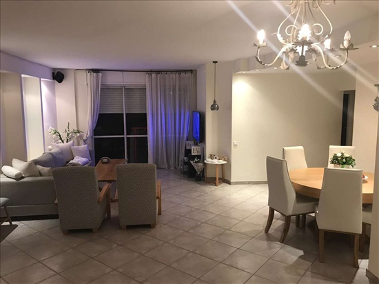 דירה להשכרה 5 חדרים בראשון לציון החלמונית 25 קרית ראשון