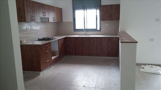 דירה להשכרה 4 חדרים בקרית מוצקין עוזי חיטמן לב מוצקין
