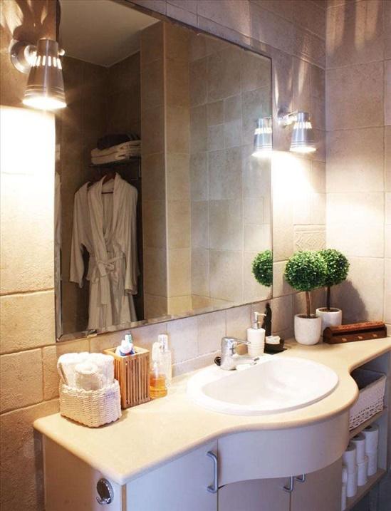 חדר אמבטיה עם גקוזי