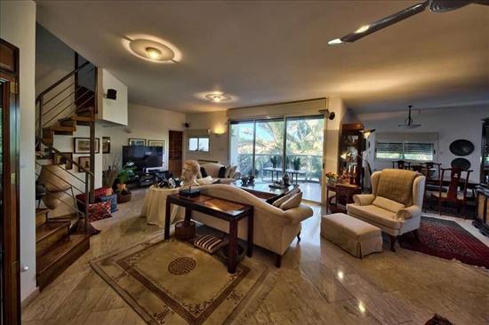 דירת גג להשכרה 6 חדרים בהרצליה המעפילים