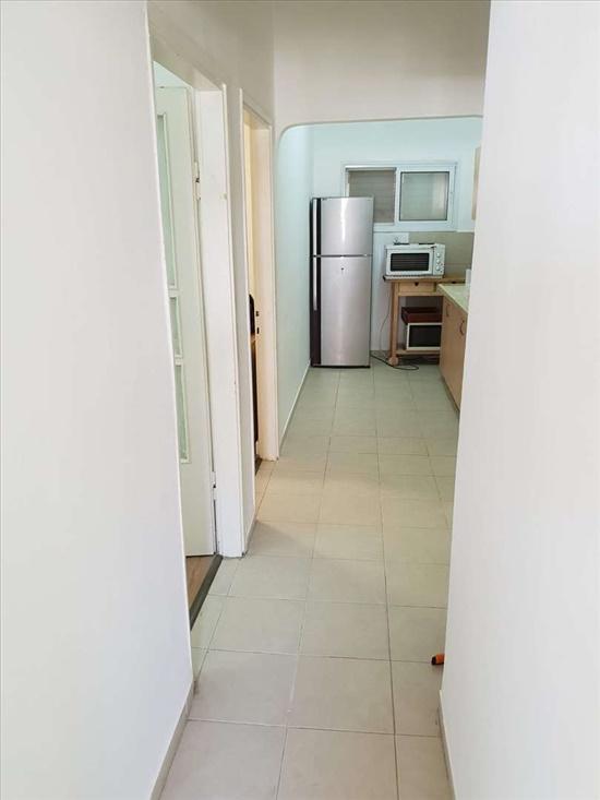 המסדרון מהמרפסת למטבח
