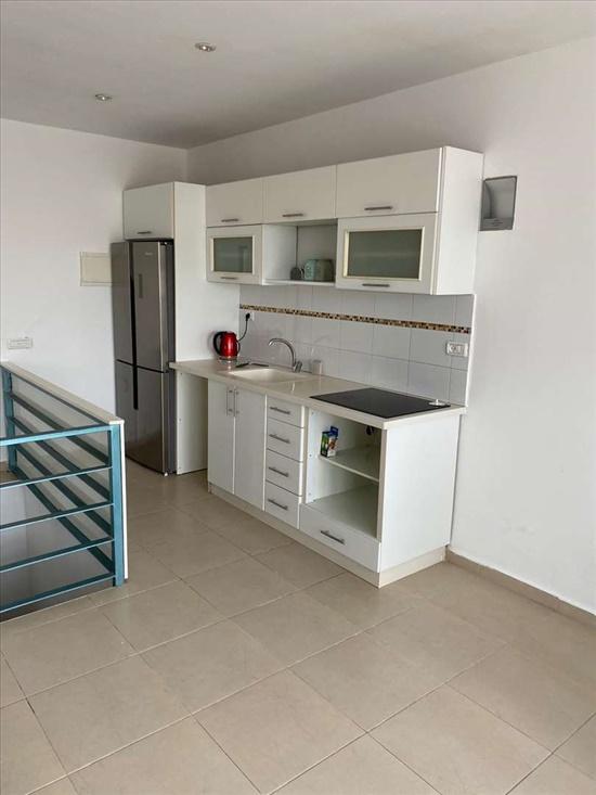 דירת גג להשכרה 3 חדרים בחדרה רמב''ם מרכז העיר
