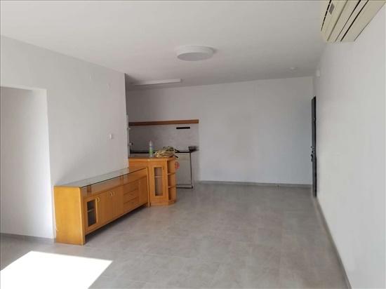 דירה להשכרה 4 חדרים בקרית ביאליק השקדים סביניה