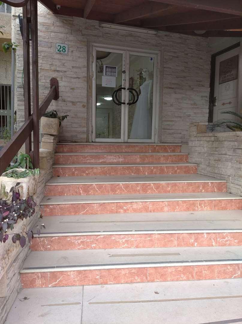 דירה להשכרה 5 חדרים ברחובות בתיה מקוב 28  מרכז העיר