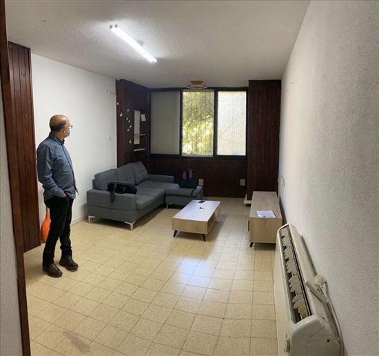דירה להשכרה 4 חדרים בחולון אנילביץ' שיכון ותיקים