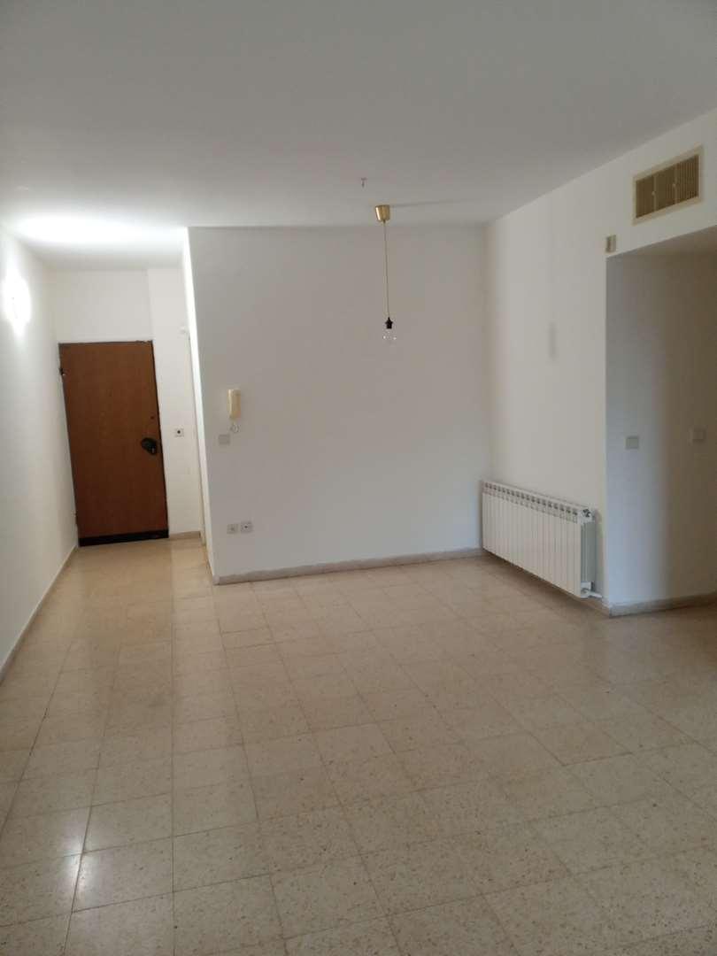 דירה להשכרה 4 חדרים בירושלים שדרות הרצל בית הכרם