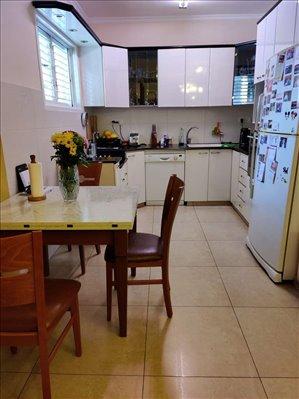 דירה להשכרה 4.5 חדרים בחולון מפרץ שלמה