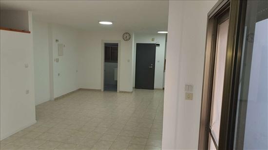 יחידת דיור להשכרה 1 חדרים ברמת השרון ירמיהו  מורשה