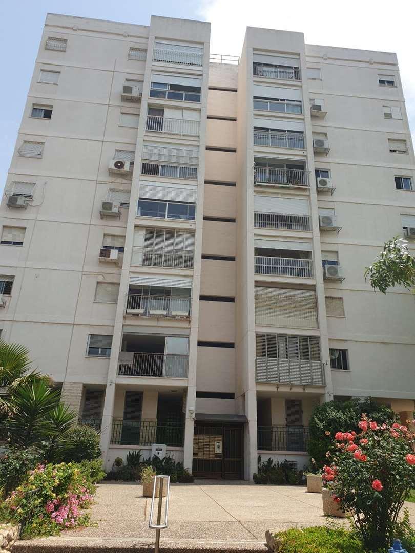 דירה להשכרה 4 חדרים בחיפה פלמ''ח רוממה הישנה