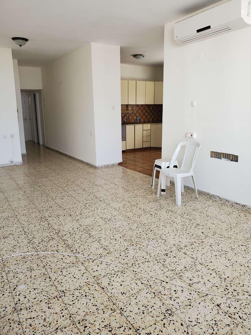 דירה להשכרה 4 חדרים בחולון יריחו קרית שרת מערב