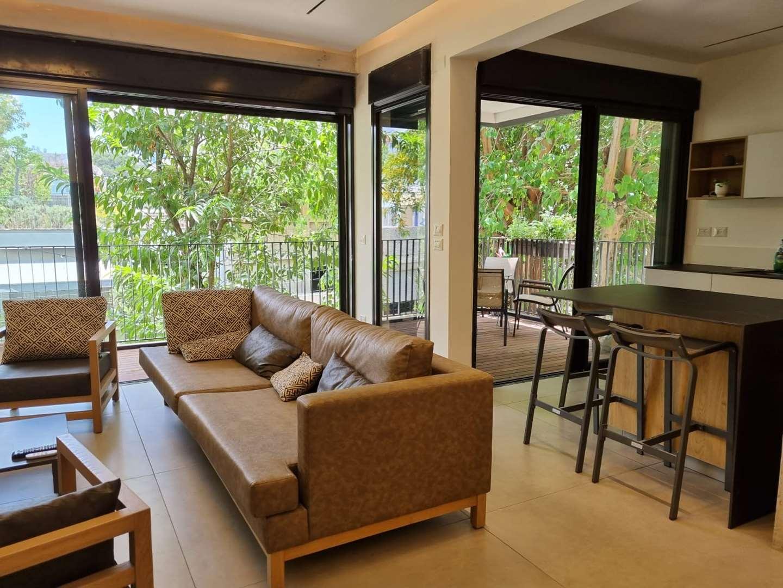 דירה להשכרה 5 חדרים בתל אביב יפו שטריקר הצפון הישן