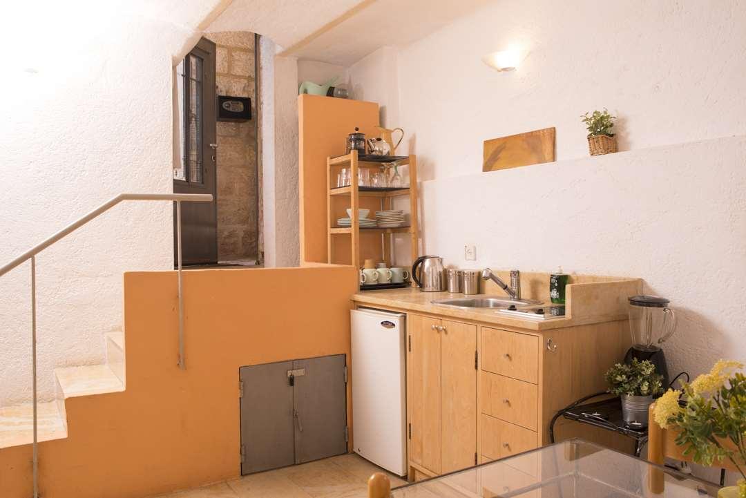 דירה להשכרה 2 חדרים בירושלים הלני המלכה מורשה מוסררה