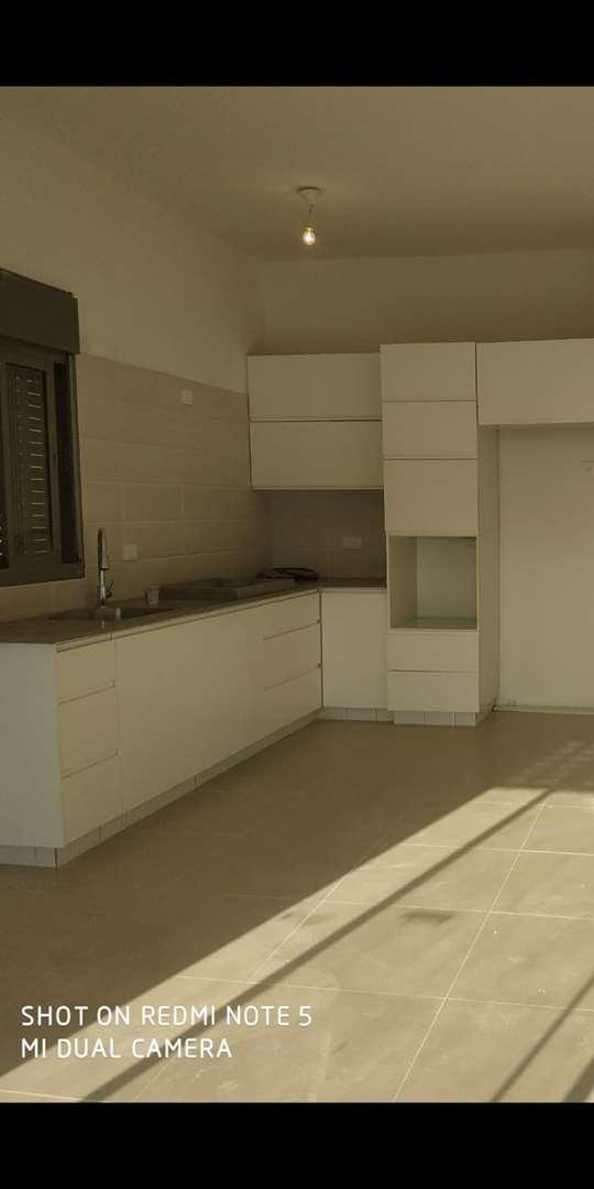 דירת גן להשכרה 5 חדרים בחריש ברקת 2 אבני חן