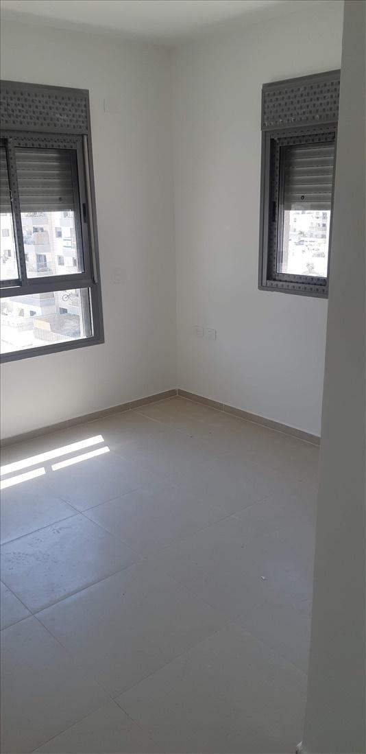 דירה להשכרה 5 חדרים בחריש ספיר 3 אבני חן
