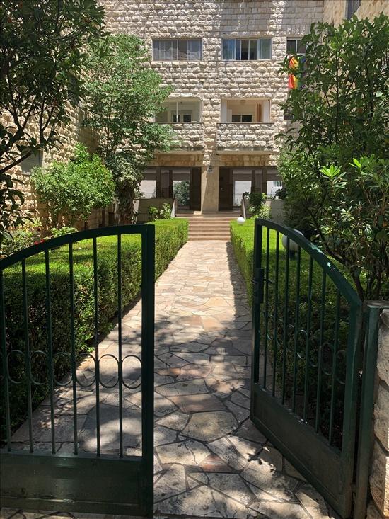 דירה להשכרה 4.5 חדרים בירושלים אחד העם טלביה