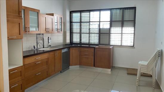 דירה להשכרה 4.5 חדרים בקרית מוצקין רוקח מוצקין הותיקה