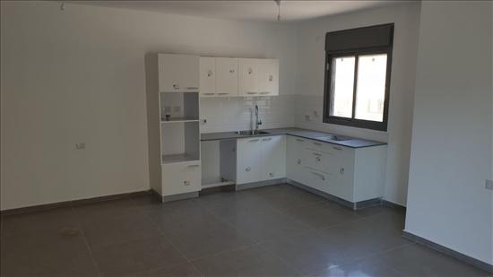 דירה להשכרה 4 חדרים ברחובות א.ד. גורדון צפון