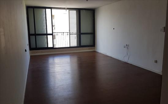 דירה להשכרה 4.5 חדרים בחולון התחיה נאות שושנים