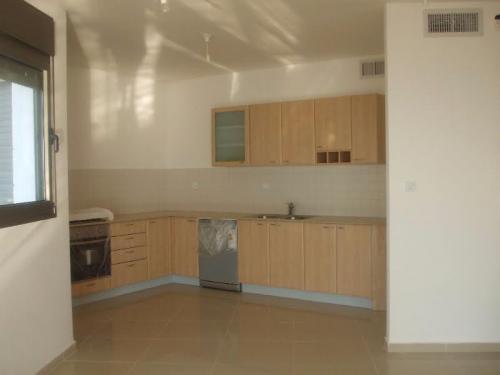 פנטהאוז להשכרה 6 חדרים בחדרה  עין הים