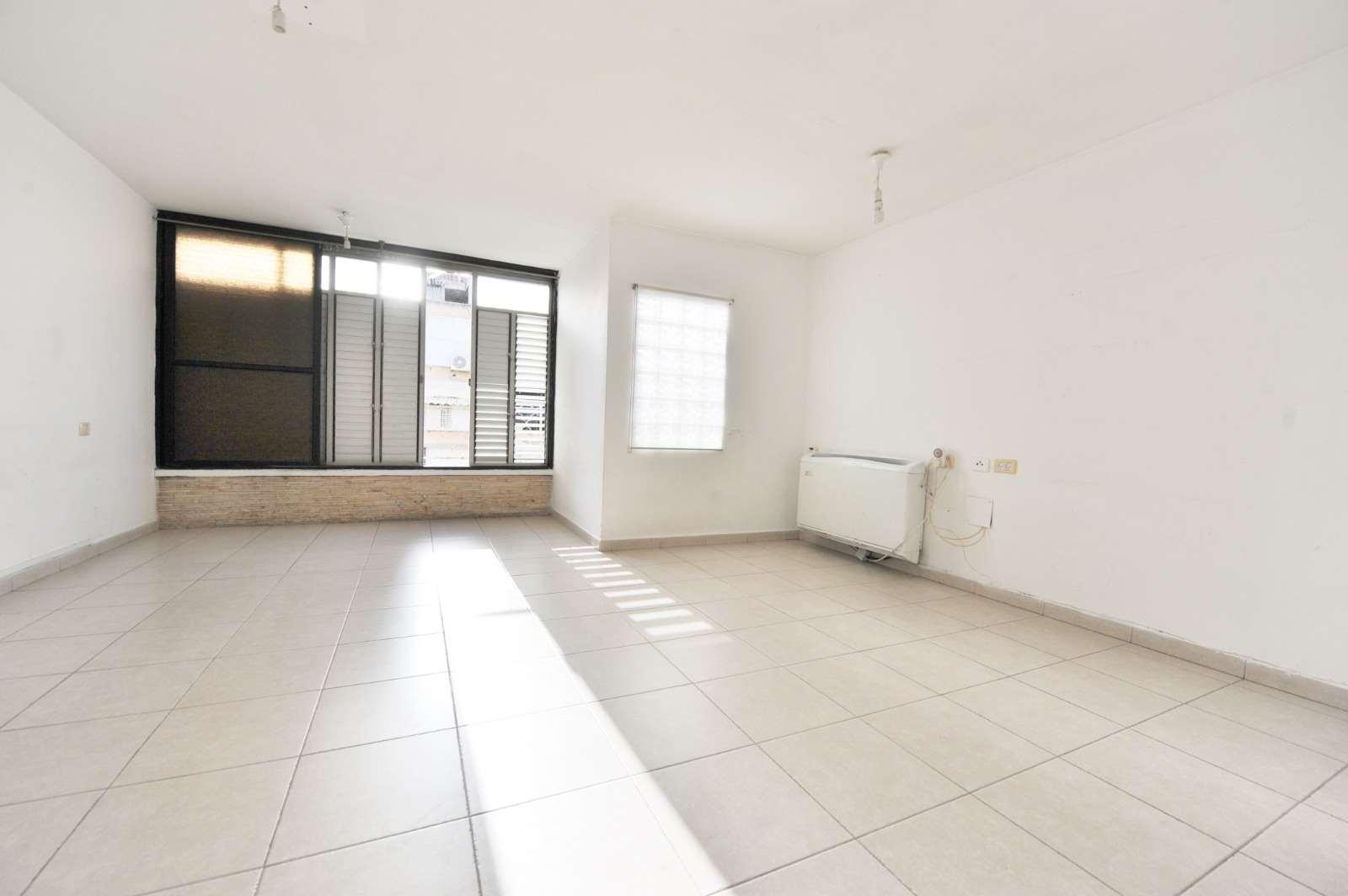 דירה להשכרה 3 חדרים באור יהודה הפלמ''ח שיכון ממשלתי