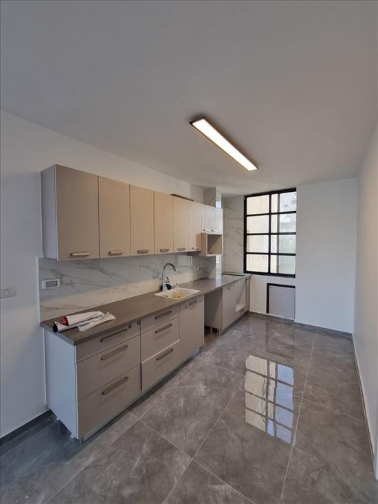 דירה להשכרה 3 חדרים בבת ים ז'בוטינסקי מרכז