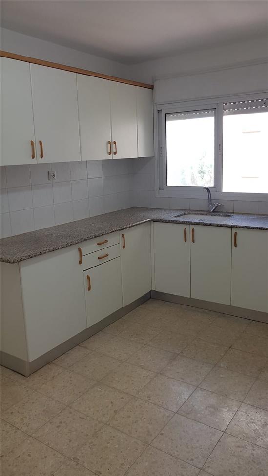 דירה להשכרה 3.5 חדרים ביהוד שדרות מנחם בגין מרכז