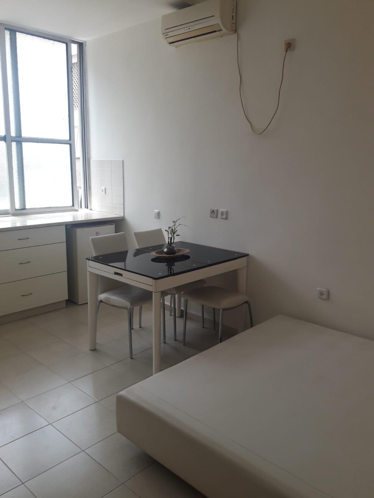 תמונה 1 ,דירה 1 חדרים רש''י נחלת גנים רמת גן