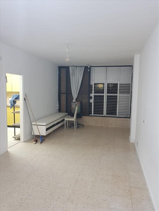 דירת גג להשכרה 3.5 חדרים בפתח תקווה הנרייטה סולד אחדות