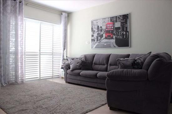 דירה למכירה 4 חדרים ברחובות ד''ר הרמן מאאס קרית היובל/ שרונה