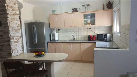 דירה למכירה 5 חדרים בטבריה צאלון מורדות טבריה
