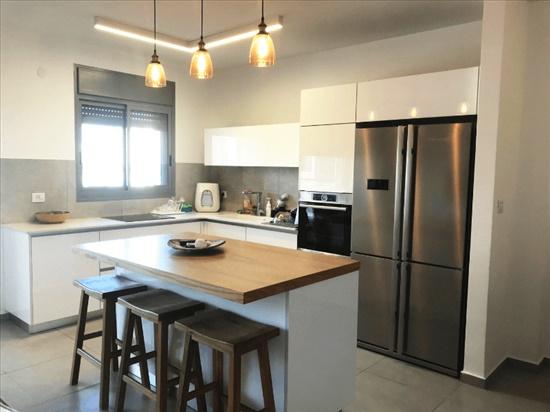 דירה למכירה 4 חדרים בעכו הרב רייפמן