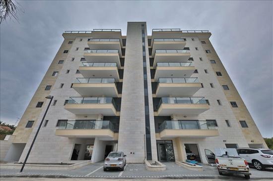 דירה למכירה 5 חדרים בקרית אתא לילינבלום בית וגן