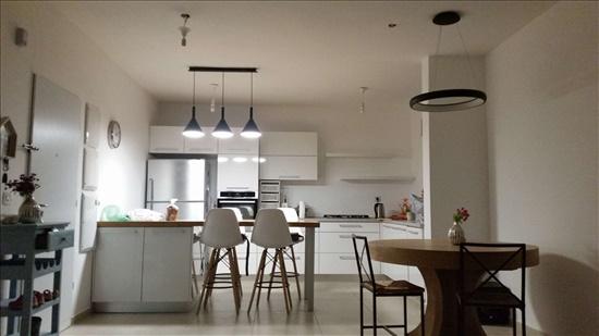 דירה למכירה 5 חדרים במזכרת בתיה רפאל סויסה בר לב