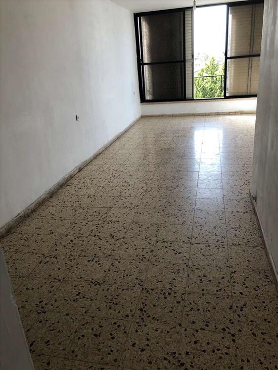 דירה למכירה 4.5 חדרים ברחובות יהודה הלוי שעריים