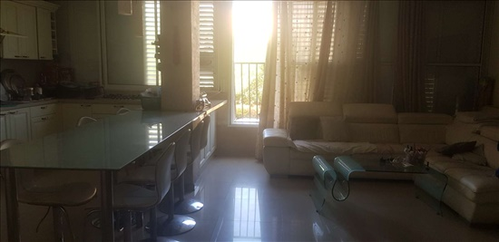 דירה למכירה 6 חדרים בחולון אילת נאות רחל