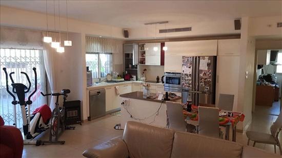 דירה למכירה 5 חדרים בחיפה ורדיה 22 ורדיה