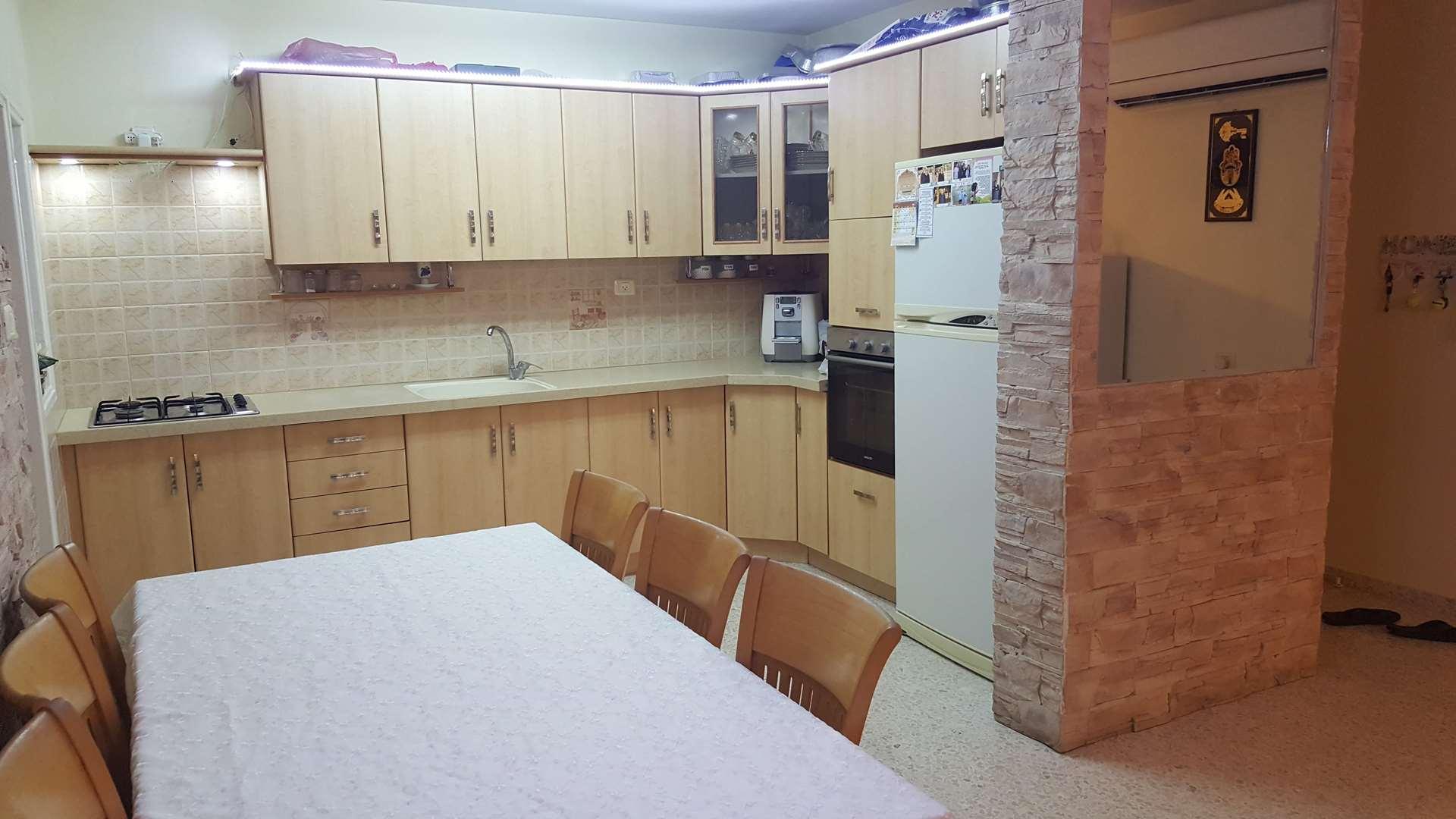 דירה למכירה 4 חדרים בבאר שבע שרה ואהרון אהרונסון נחל עשן-נווה מנחם