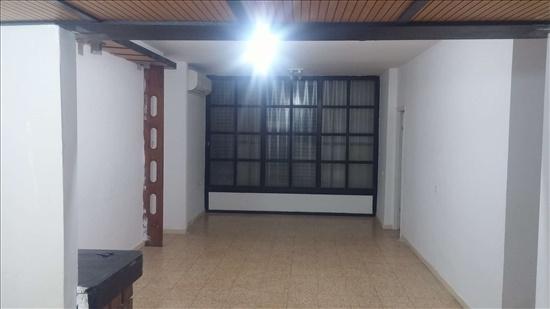 דירה למכירה 5.5 חדרים בחדרה יצחק בן צבי שלמה