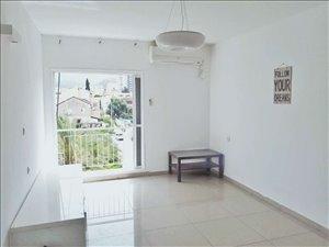 דירה למכירה 3 חדרים בטירת כרמל הרב ברזני סלומון