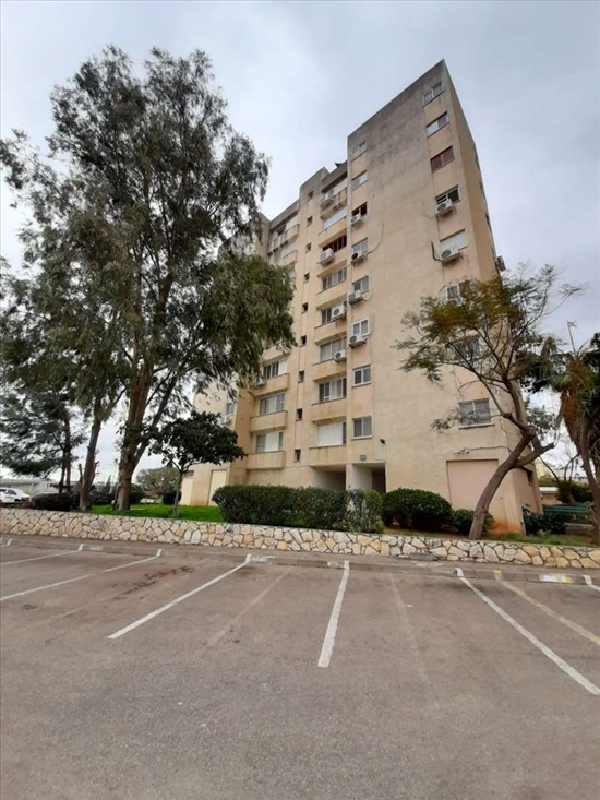 דירה למכירה 3 חדרים בחדרה משה דיין גני אלון
