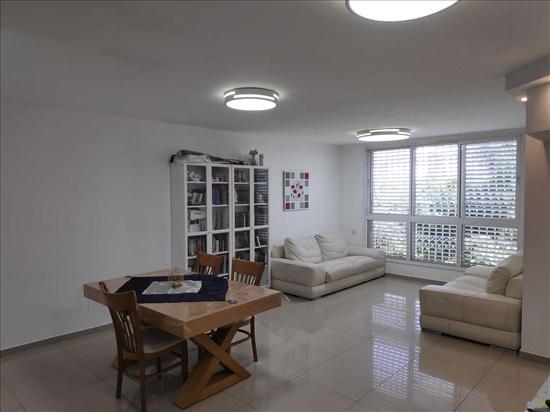 דירה למכירה 4 חדרים ברחובות אגוז קרית דוד