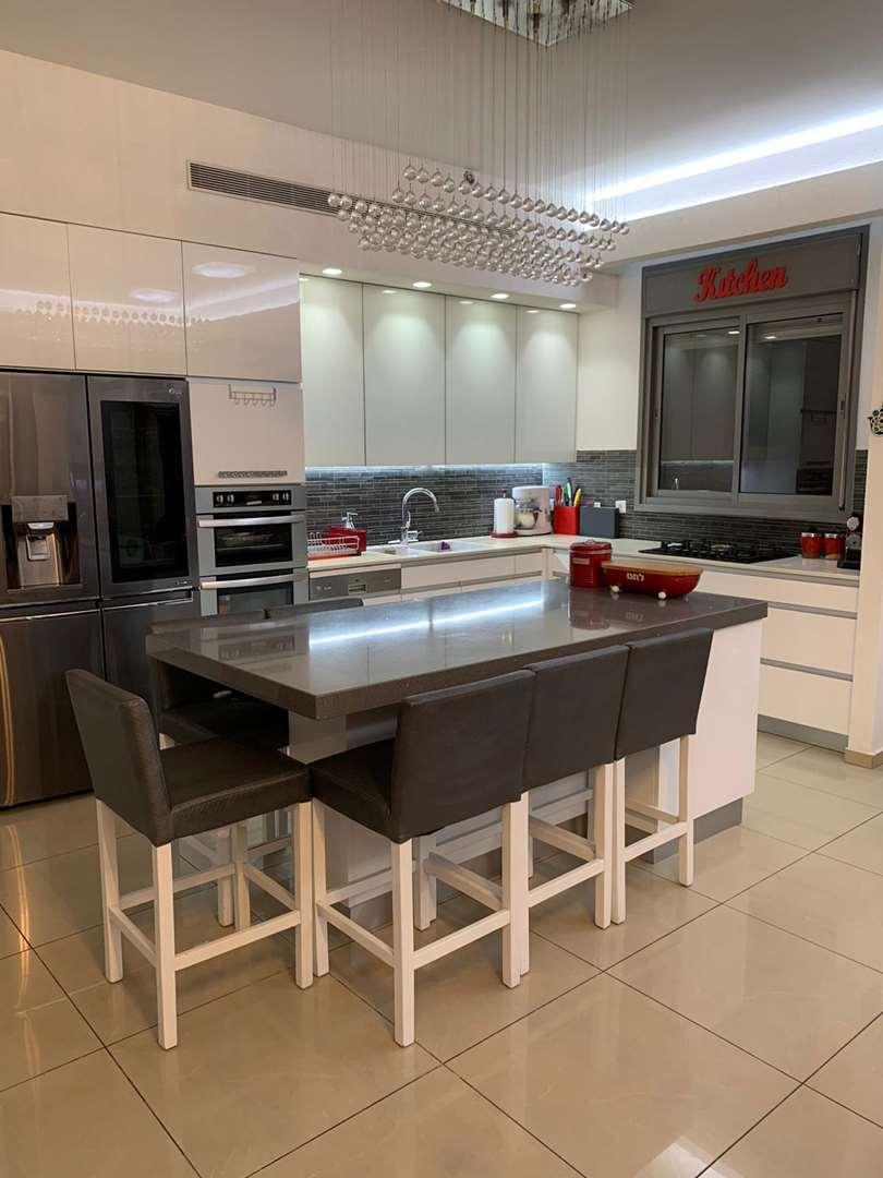 דירה למכירה 6 חדרים בגבעת שמואל הזיתים רמת הדקלים