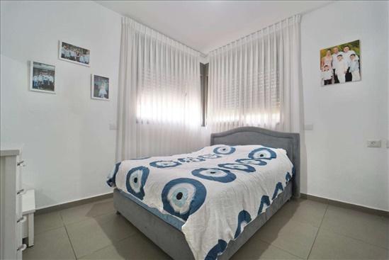 דירה למכירה 5 חדרים ברחובות משה פריד חצרות המושבה