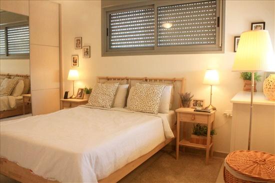 דירה למכירה 4 חדרים ברחובות שמשון צור רחובות הצעירה