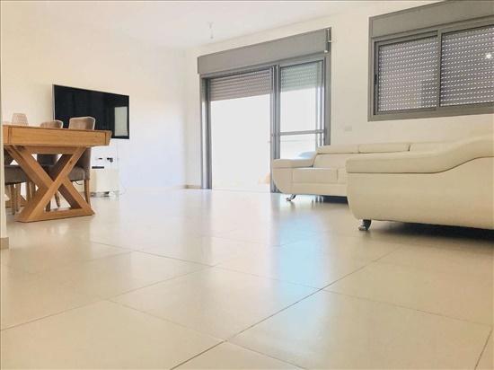 דירה למכירה 4 חדרים ברחובות הרב זכריה מדאר שעריים