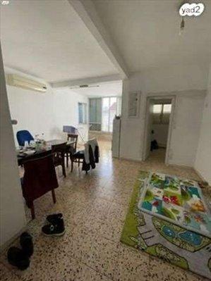 דירה למכירה 3 חדרים בחולון הגפן