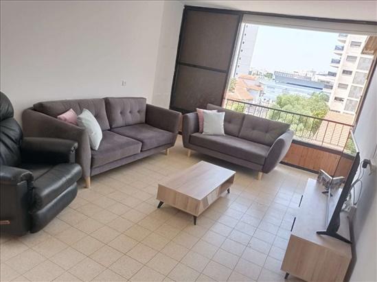 דירה למכירה 4 חדרים ברחובות זאב ז'בוטינסקי מרכז