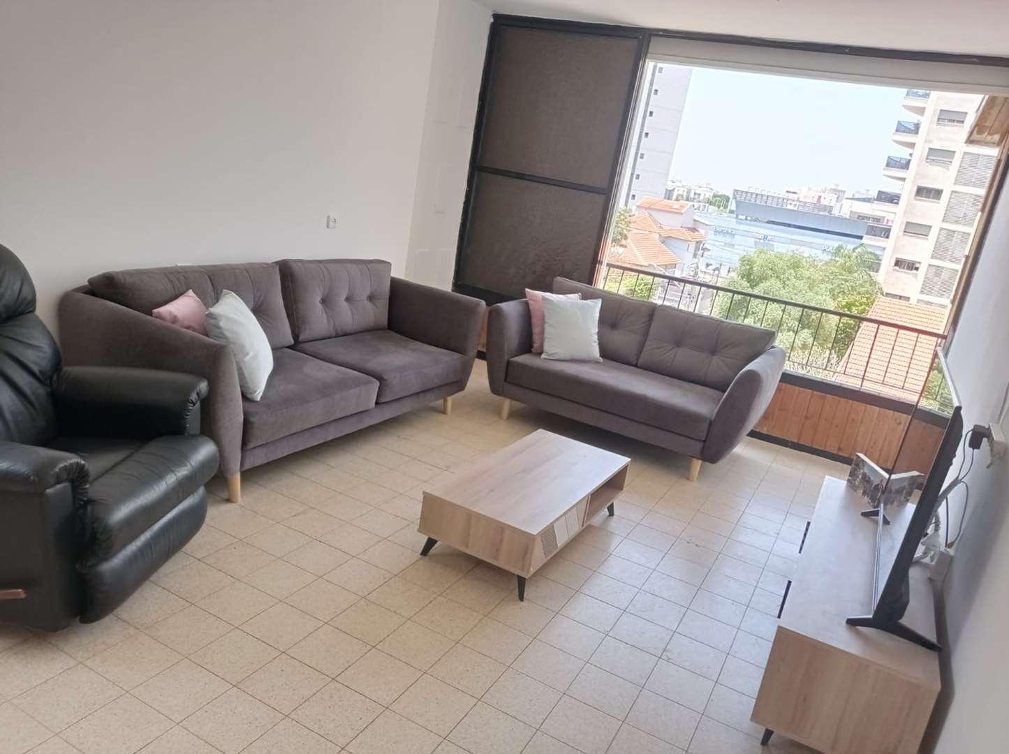 דירה למכירה 4 חדרים ברחובות זאב ז'בוטינסקי