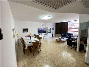 דירה למכירה 4 חדרים בפתח תקווה הרצל